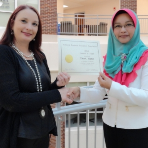 Tina Tipton (left) with advisor Dr. Faridah Awang